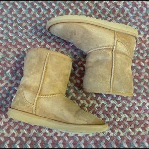 UGG Size 5 Woman's Boots Tan